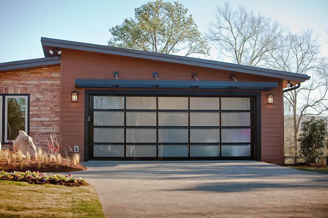 Modern glass garage doors clopay avante aluminum glass for Clopay steel garage doors