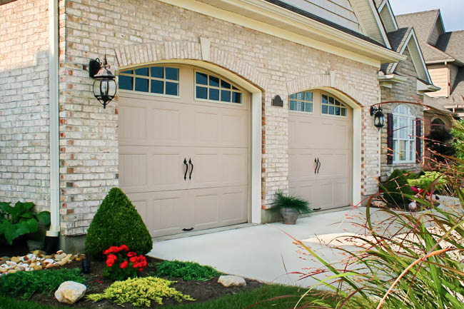 steel-grooved-gallery-garage-door_04